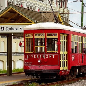 Riverfront trolley – David Ohmer, https://www.flickr.com/photos/the-o/1306640666